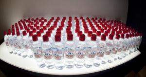 Rośnie światowa sprzedaż wód butelkowanych marek premium
