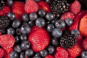 O 10 proc. spadły zbiory owoców z krzewów owocowych i plantacji jagodowych w 2015 r.
