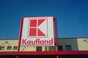 Menedżerowie sieci Kaufland, Carrefour, Real i Makro oskarżeni o przyjmowanie łapówek