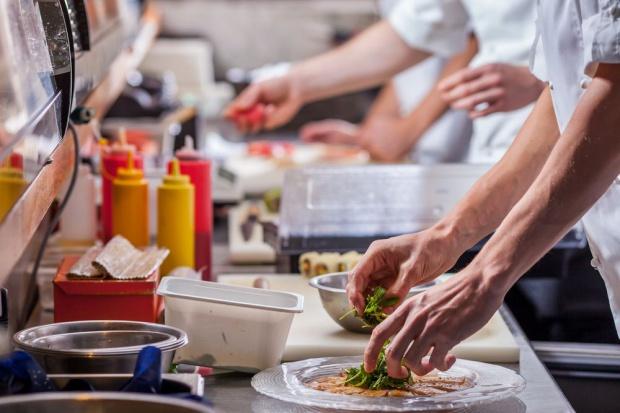 Zwiększa się potencjał polskiej gastronomii. Branża stawia na nowe trendy (video)