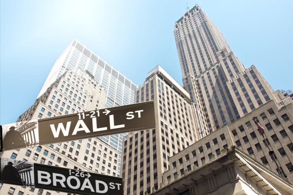 Ropa naftowa psuje nastroje inwestorów. Gwałtowne spadki na Wall Street