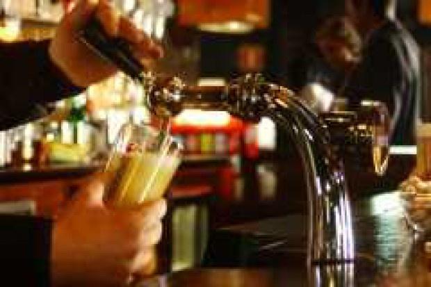 Uchodźcy za molestowanie nie wejdą w Austrii do baru