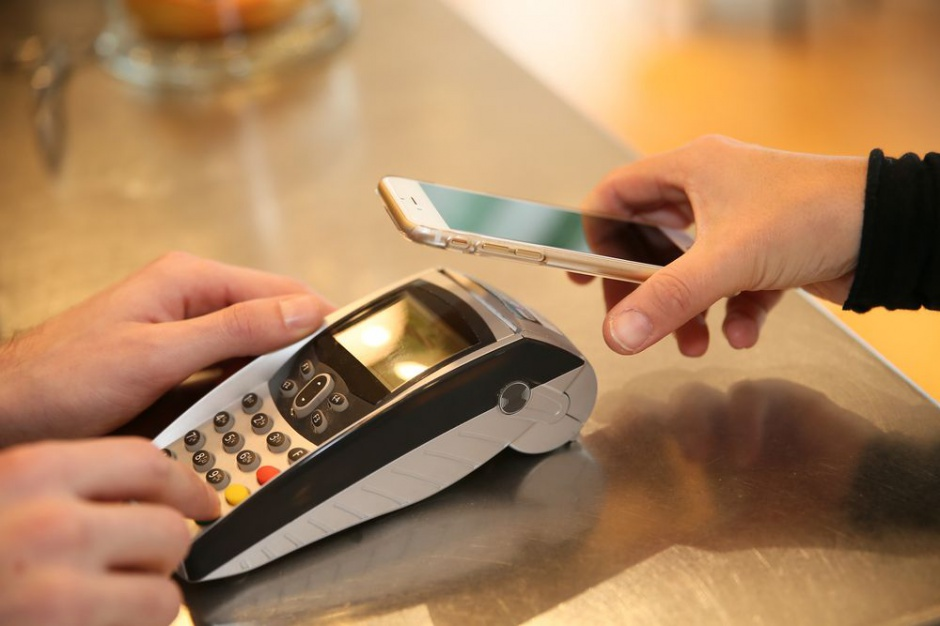 Zbliżeniowe płatności telefonem będą hitem 2016 roku