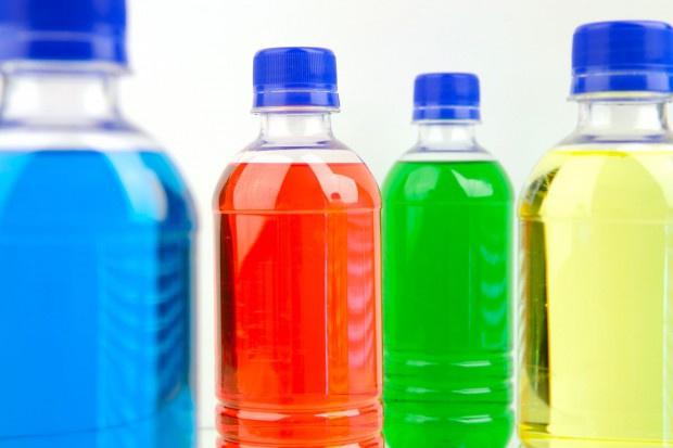 Picie słodzonych napojów wpływa na wzrost ilości tłuszczu brzusznego