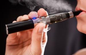 Ministerstwo Zdrowia chce zakazać publicznego palenia e-papierosów