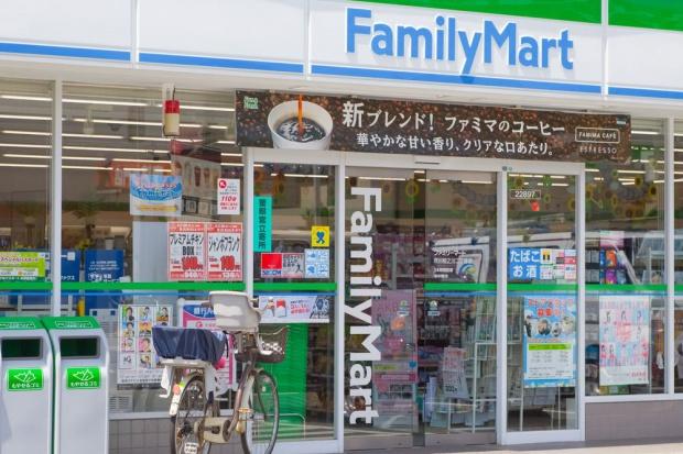 Sieć sklepów FamilyMart wprowadza możliwość płatności nowymi kartami