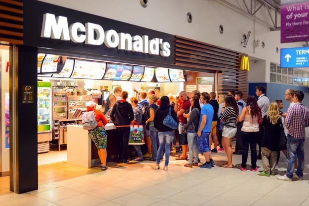 McDonald's: Do zestawów Happy Meal zamiast zabawek trafią książki