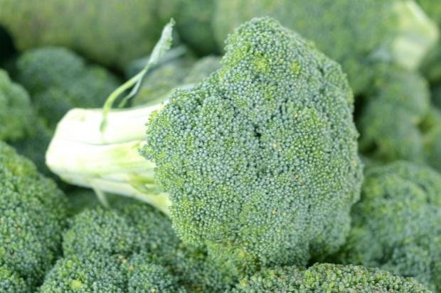 Sportowcy powinni jeść dużo brokułów