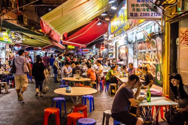 Hongkong: Starcia z policją po zamknięciu nielegalnych stoisk z żywnością