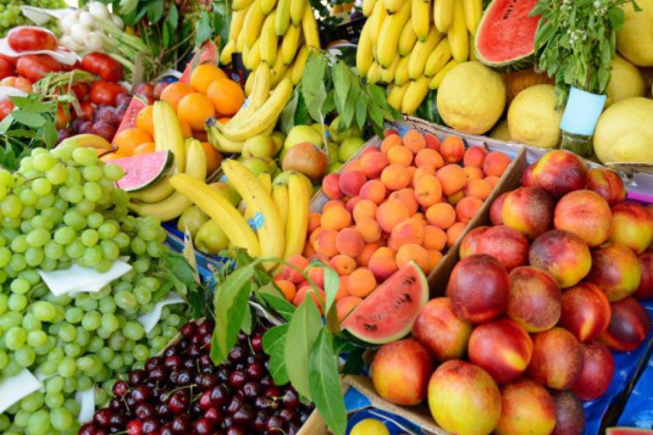 KUPS znów namawia Polaków od jedzenia owoców i warzyw