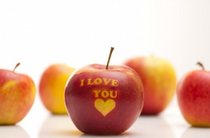 Jabłka zdobione - czyli jak wykonać napis na owocach
