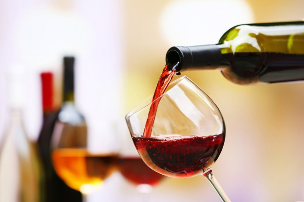 Polacy piją coraz więcej wina, zwłaszcza z dyskontów