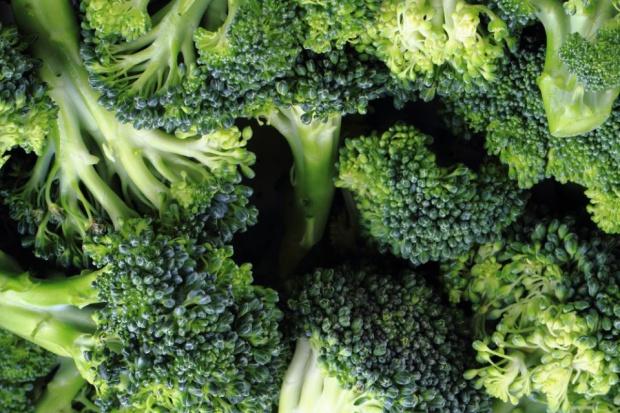 Owoce i warzywa na pierwszym miejscu w nowej piramidzie zdrowego żywienia