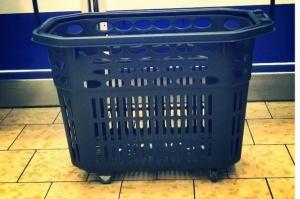 Lidl wprowadził do swoich sklepów małe koszyki na zakupy