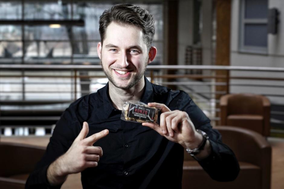Ronzo. Innowacyjna firma z Łodzi produkuje batony ze świerszczy [video]