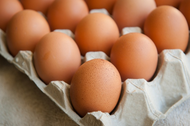 Duńska sieć marketów nie będzie sprzedawać jaj z chowu klatkowego