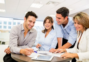 Mężczyźni w czymś innym niż kobiety upatrują źródeł awansu zawodowego