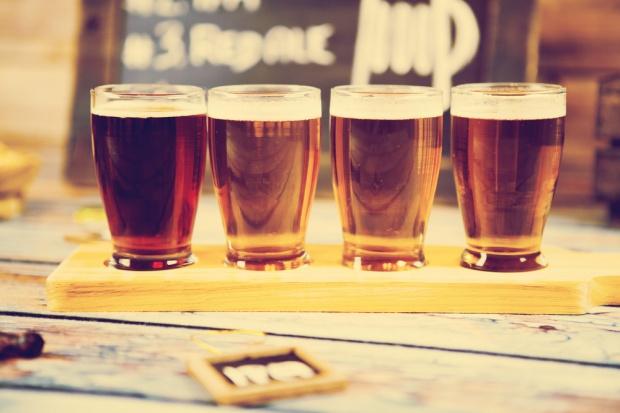 Polacy lubią piwne nowości, najchętniej kupują piwo w małych sklepach