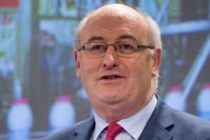 Phil Hogan: Zaproponuję dalsze wsparcie rolników dotkniętych embargiem