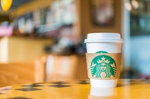 Starbucks pozywany za małą ilość kawy w kubku