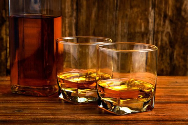 Rynek whisky w Polsce bardzo dojrzał; konsumenci wybierają lepsze alkohole - raport