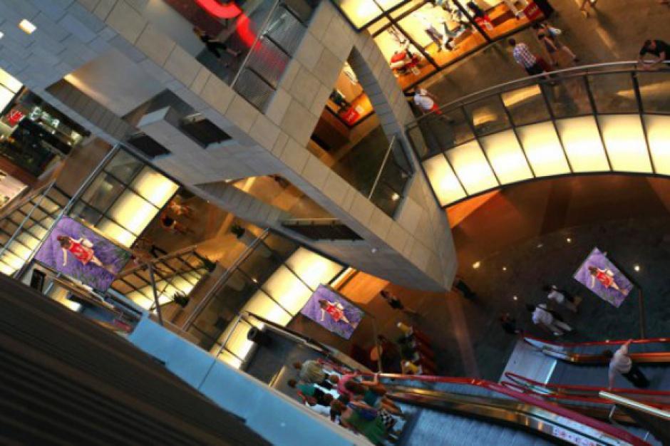 Policja chroni centra handlowe na wypadek ataków