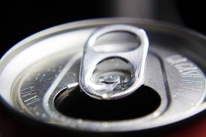 Kto zyska, a kto straci na podatku od słodkich napojów w Wielkiej Brytanii?