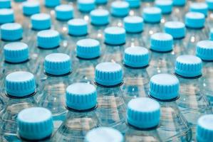 Kategoria wód butelkowanych stanowi 1/3 rynku napojów