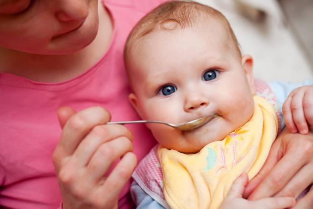 Europosłowie chcą zmian przepisów dot. zawartości cukru w żywności dla niemowląt