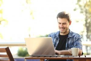 Jak bezpiecznie szukać pracy przez internet?