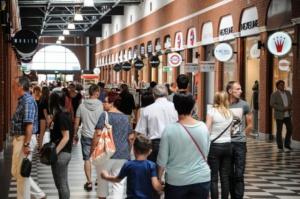 Większość Polaków za zakazem handlu w niedziele - kontrowersje wokół projektu