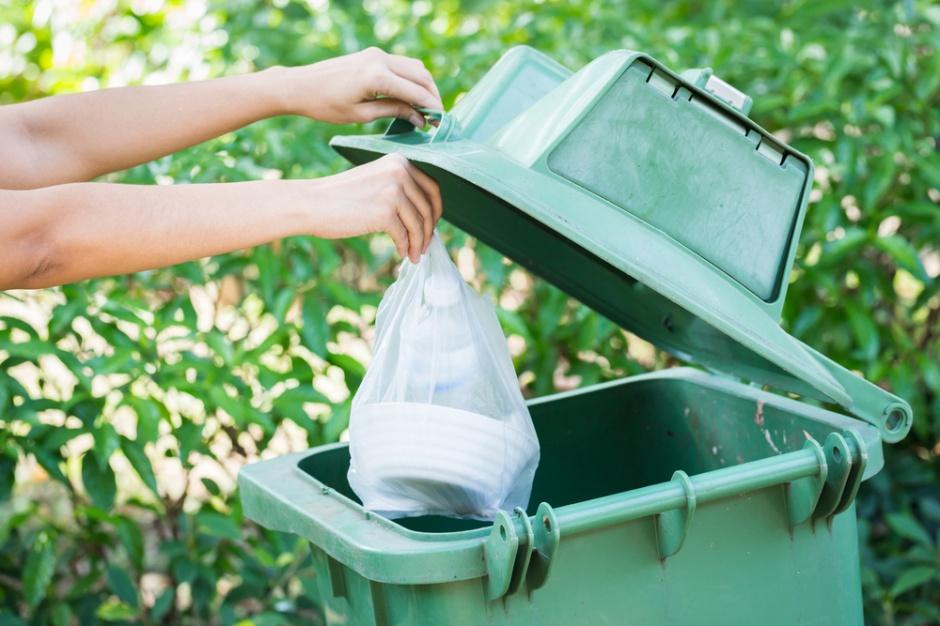 Warszawiacy cenią ekologię - segregują odpady, nie korzystają z jednorazowych toreb - raport