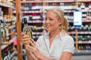 Sejmowa komisja przeciw projektowi o zmianach dot. sprzedaży alkoholu