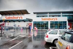 Tesco vs. Sainsbury's: Zacięta rywalizacja na rynku brytyjskim