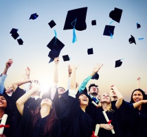 Mniej bezrobotnych wśród absolwentów uczelni wyższych