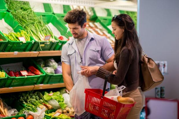 Badania: 78 proc. klientów podejmuje decyzję o zakupie w punkcie sprzedaży