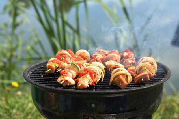 Biedronka gotowa na majowe grillowanie