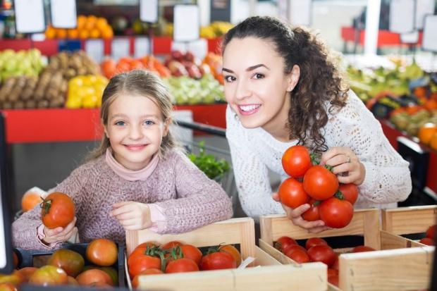 GUS: Podrożały owoce, warzywa i cukier
