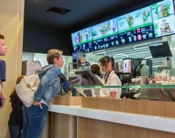 """W Ługańsku otwarto """"imitację"""" McDonalds'a na miejscu oryginalnego lokalu"""