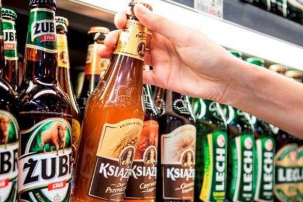 Polacy kupują piwo w małych sklepach i wydają na nie co czwartą złotówkę