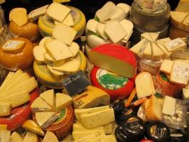 Ceny przetworów mleczarskich ostro w dół! Największe spadki notują sery