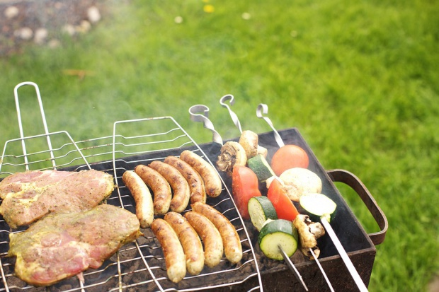Mocny wzrost sprzedaży mięsa, wędlin i piwa w sezonie grillowym