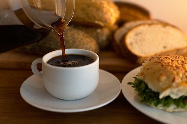 Do szkolnych sklepików powróci białe pieczywo, drożdżówki i kawa