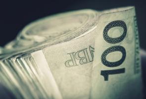 Złoty mocniejszy wobec euro. Inwestorzy czekają na decyzję Moody's