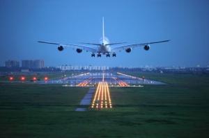 Przekąski w samolotach są 1382 procent droższe niż w marketach