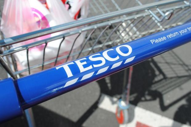 Tesco: Elżbieta II wygrała bon na zakupy o wartości 50 funtów