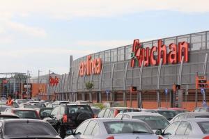 Auchan z hipermarketami w Tarnowie i Piotrkowie Tryb.