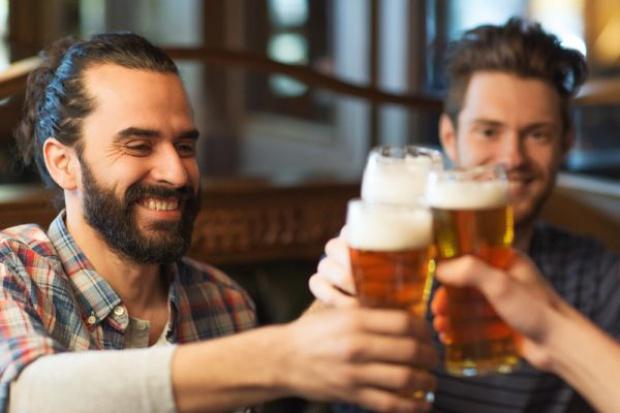 Jakie piwo lubią Polacy, z kim chcieliby je wypić, jak i gdzie?