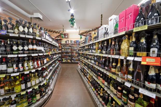 Warszawa: Radni znowu zmienili zasady sprzedaży alkoholu