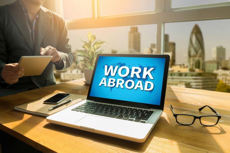 Zatrudnienie za granicą: Sprawdź pracodawcę i umowę